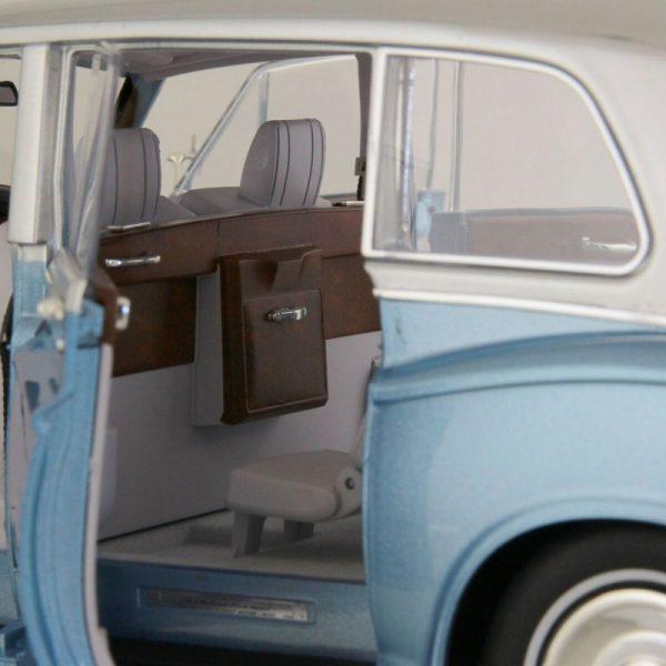 1:18 Rolls-Royce Phantom VI - Light Blue/Silver